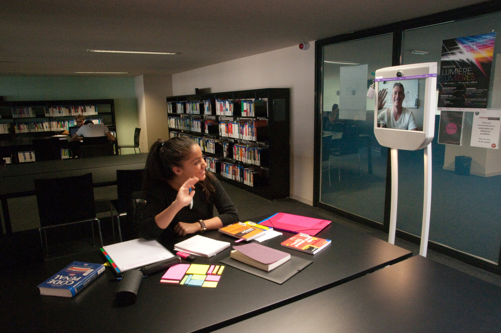 Distance teaching: mobile telepresence in the service of innovative teaching